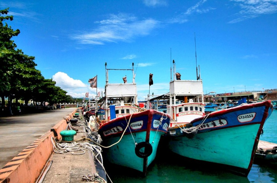 屏東旅遊美食/枋寮漁港正港在地人來的迷你漁港,超推玉合魩仔魚煎的小吃