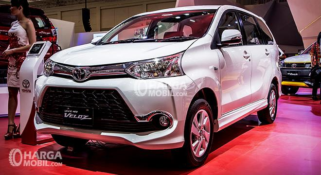 kelebihan dan kekurangan grand new avanza 2016 corolla altis on road price review toyota veloz 2017 spesifikasi harga gambar mobil berwarna putih di dalam pameran indonesia