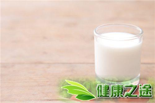 喝牛奶有什麼好處?睡前喝牛奶真的好嗎? - 康途健康百科