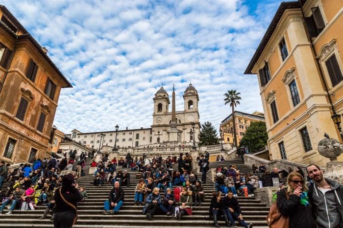 [旅行新聞] 不知是好是壞,坐在羅馬「西班牙階梯」,會被開罰哦~