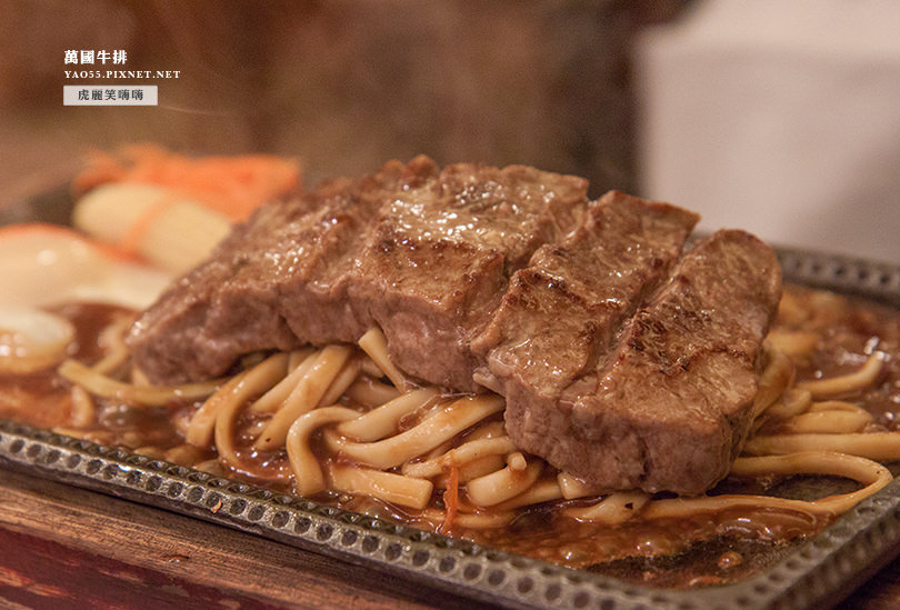 【美食】高雄|萬國牛排從瑞豐夜市夯到旗艦店。熱騰騰的厚片牛排,雞豬綜合排餐也好誘人!