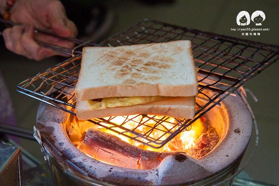 【美食】台南赤坎|排隊的巷弄早餐!武廟炭烤三明治,阿嬤純手工限時饗宴