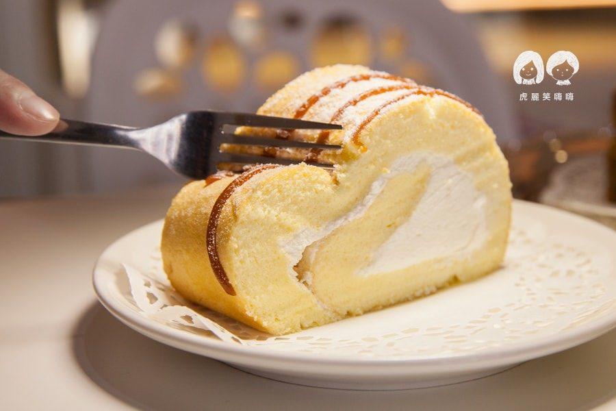 Queen House法式手工甜點(台南美食)限量製作!生乳捲配繽紛飲品