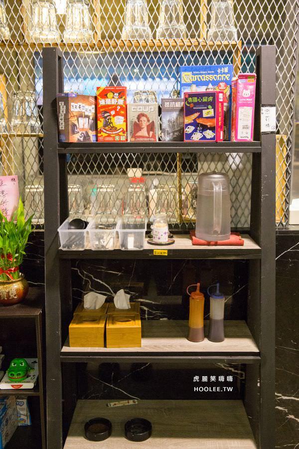 Corner複合式餐酒吧(高雄)平價輕食!早餐吃到宵夜的好去處,必點雞排炒泡麵 - 虎麗笑嗨嗨