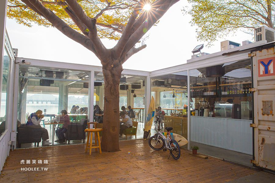 泮咖啡 PAMMA COFFEE(高雄)池畔邊貨櫃餐廳,景點推薦!輕鬆約會拍美照必訪