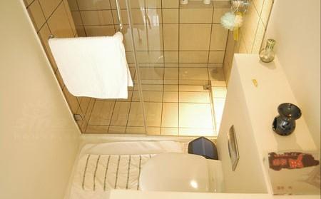 如何修理修補浴室墻壁和天花板上脫落的油漆?-維修技巧-猴吉吉