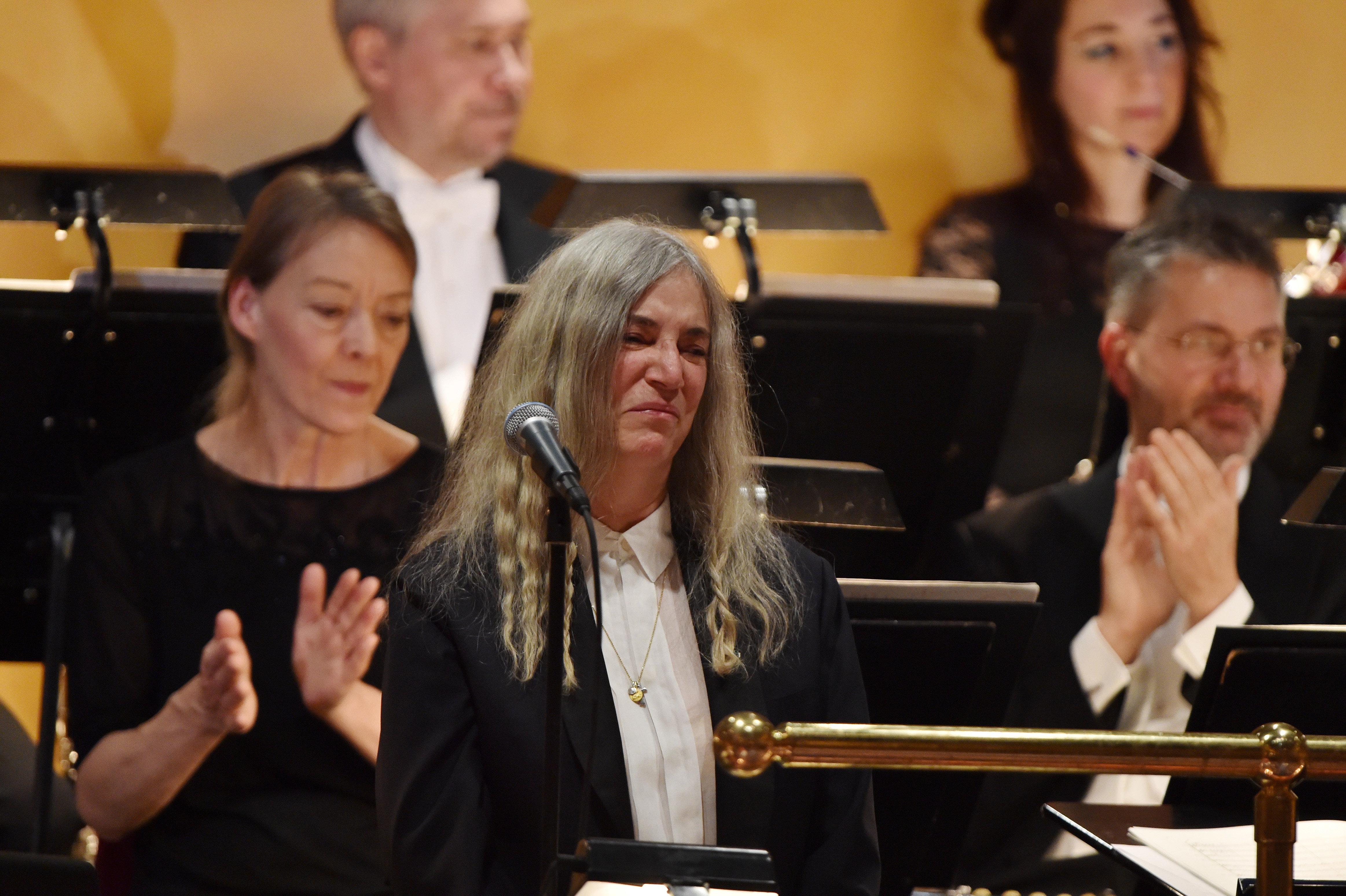 Patti Smith Stumbles Bob Dylan Song Nobel Prize