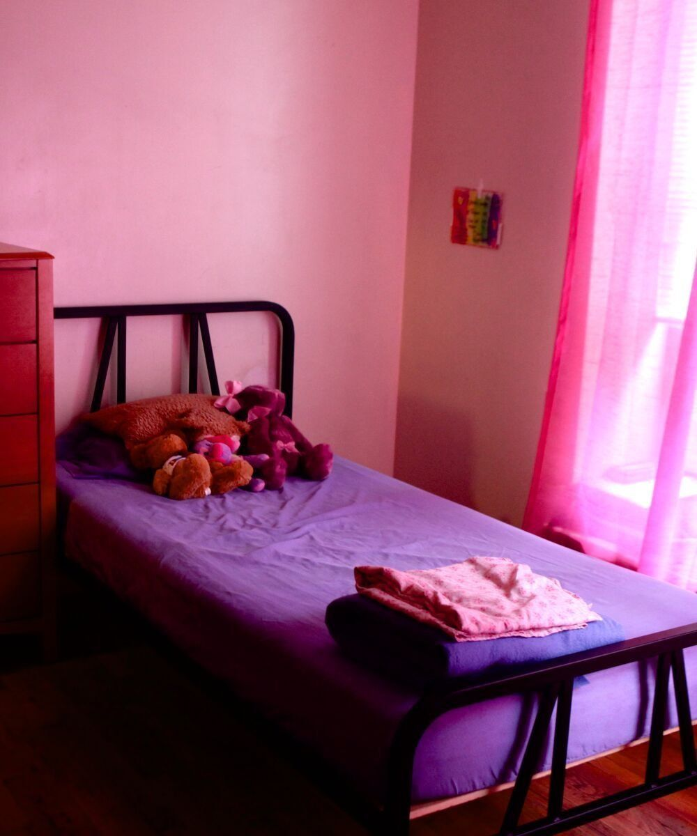 16 Poignant Photos Show What A Domestic Violence Shelter