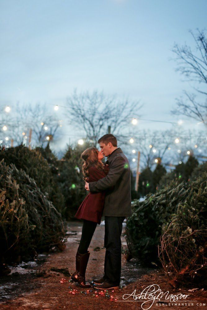 28 Cold Weather Engagement Photos That Will Warm Your