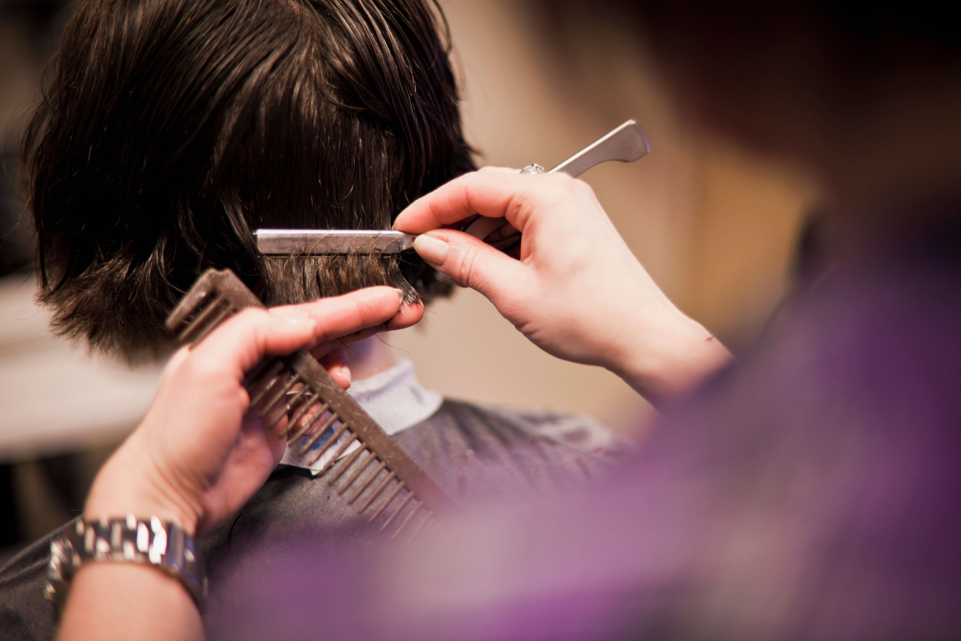 Illinois Will Teach Hairdressers To Recognize Victims Of