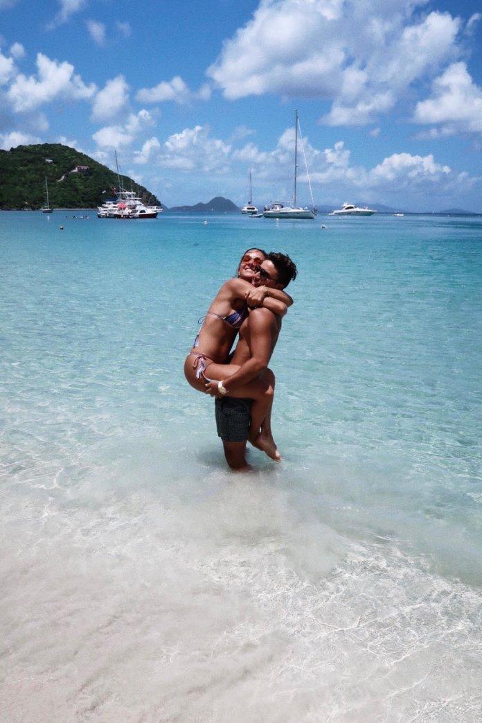 This Instagram Boyfriend Went To *Such* Great Heights For A Vacay Photo This Instagram Boyfriend Went To *Such* Great Heights For A Vacay Photo 599237f715000021008b6919