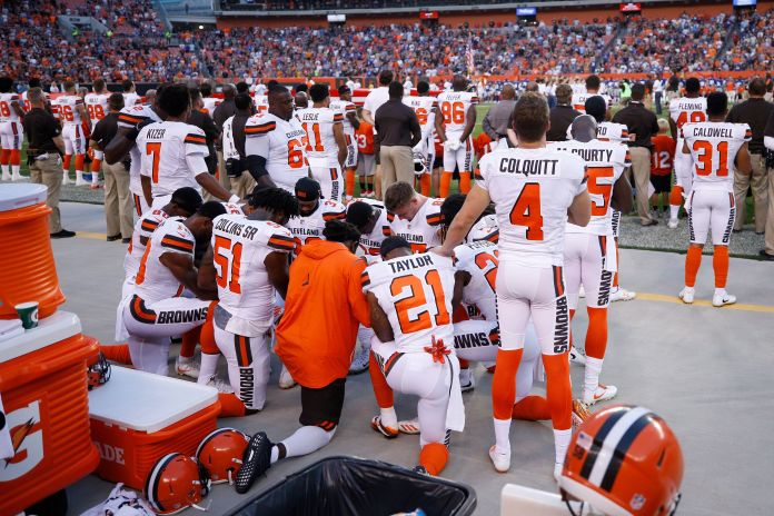 12 Cleveland Browns Players Kneel In Prayer During National Anthem 12 Cleveland Browns Players Kneel In Prayer During National Anthem 599be4881e00003c00c5eb72