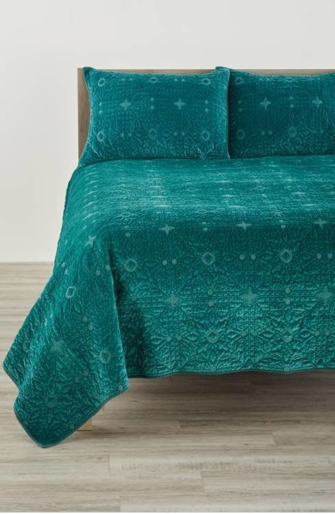 green upholstered dining chairs decorative office chair mats luxurious velvet home decor you'll want to cozy up with | huffpost