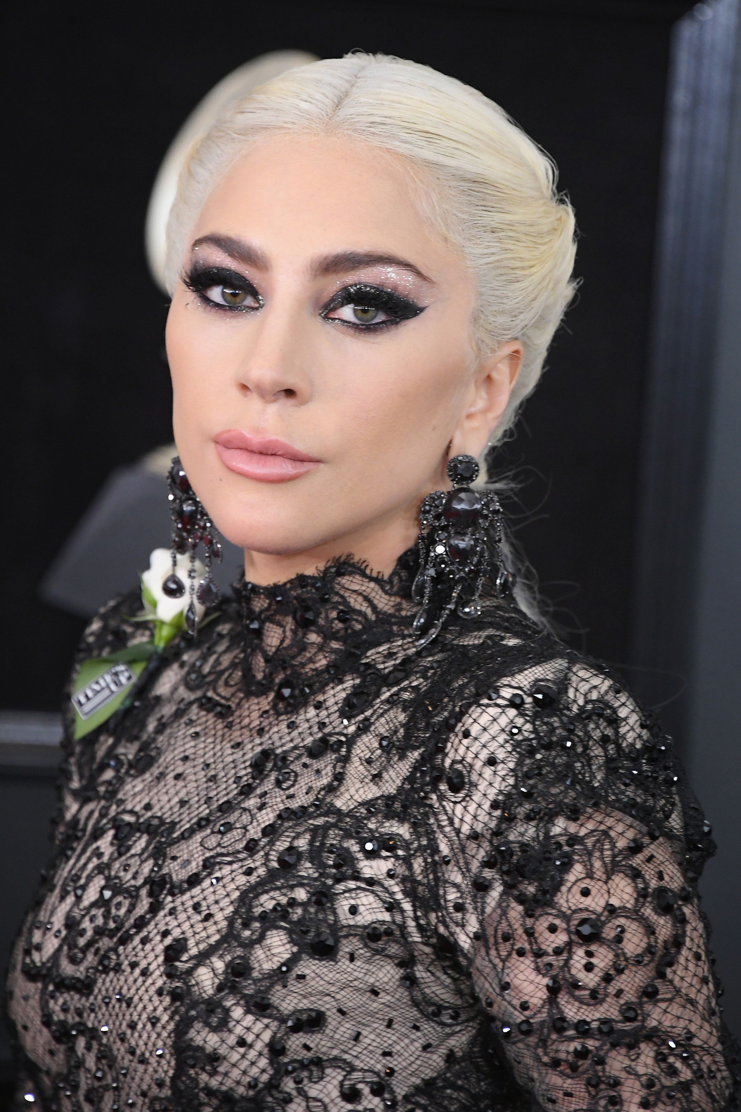How To Get Lady Gaga S Stunning Grammys Hair And Makeup