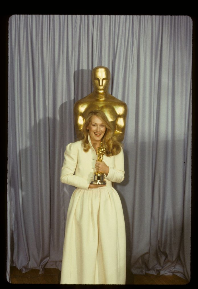 A Stunning Look At 4 Decades Worth Of Meryl Streep's Oscars Style A Stunning Look At 4 Decades Worth Of Meryl Streep's Oscars Style 5a9472c22000002d00eb0052