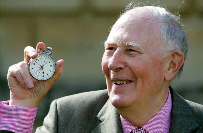 roger bannister, first man to run mile in under 4 minutes, dies at 88 Roger Bannister, First Man To Run Mile In Under 4 Minutes, Dies At 88 5a9c02d61e000017087ad686