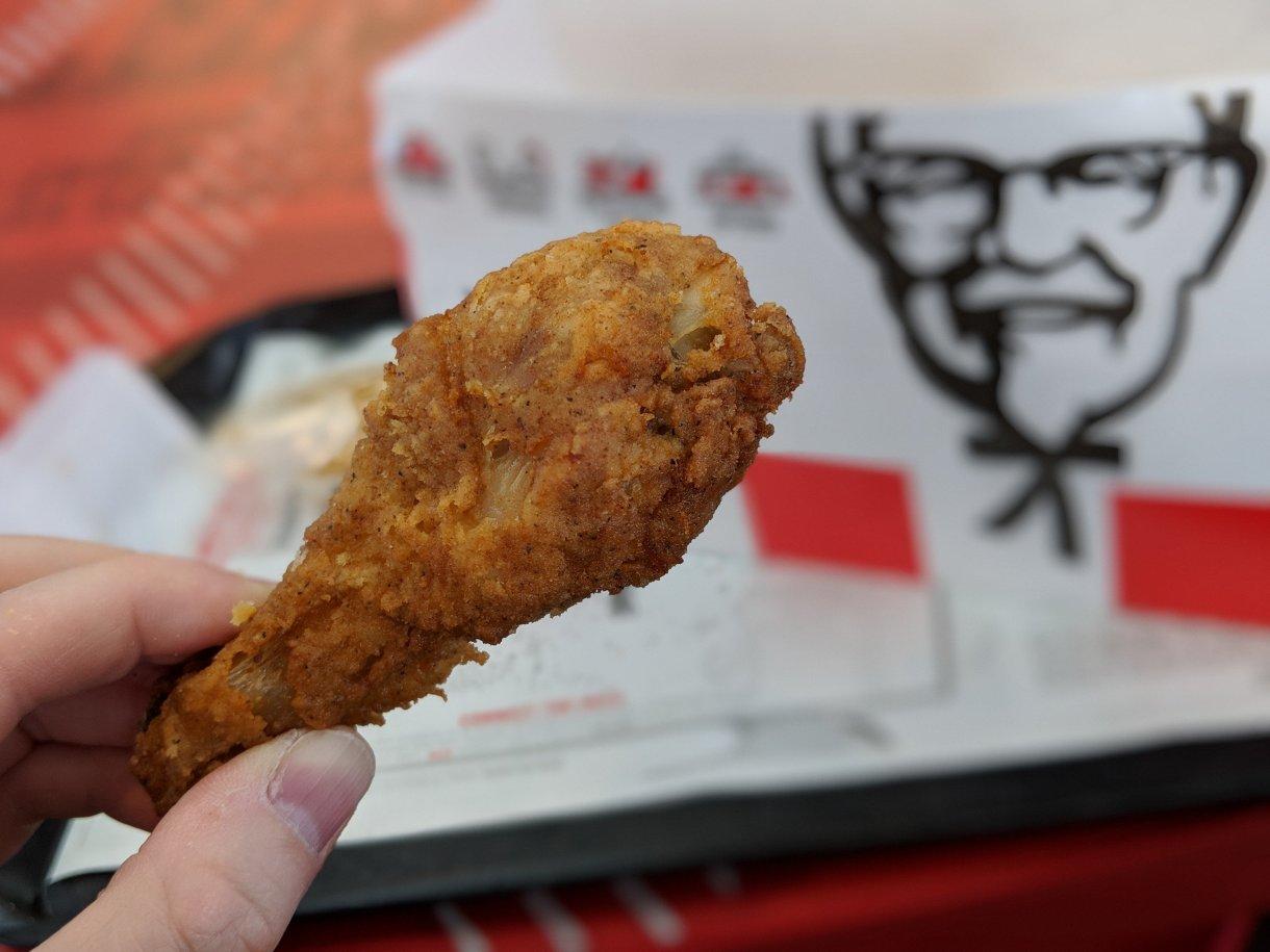 Je n'avais pas mis les pieds dans un KFC en un an ou deux et j'ai été surpris par les touches résolument agricoles à la table.