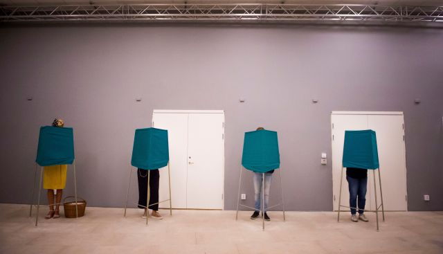 An influx of asylum seekershas polarized Swedish voters and fractured the long-standing political consensus.