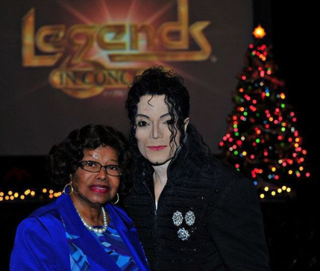 Katherine Jackson With Michael Jackson Impersonator In Las Vegas Photo