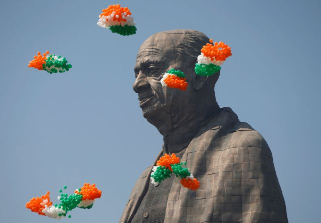 Balloons fly around the face ofSardar Vallabhbhai Patel's statue as it is formally dedicated.