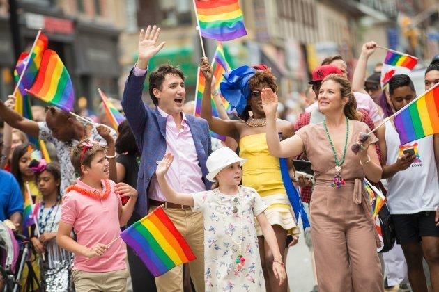 As fotos de Justin Trudeau na Parada LGBT de Toronto, no Canadá, ficaram