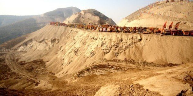「700の山を削って平地に」中国史上最大の山地開発計画に科学者が警鐘