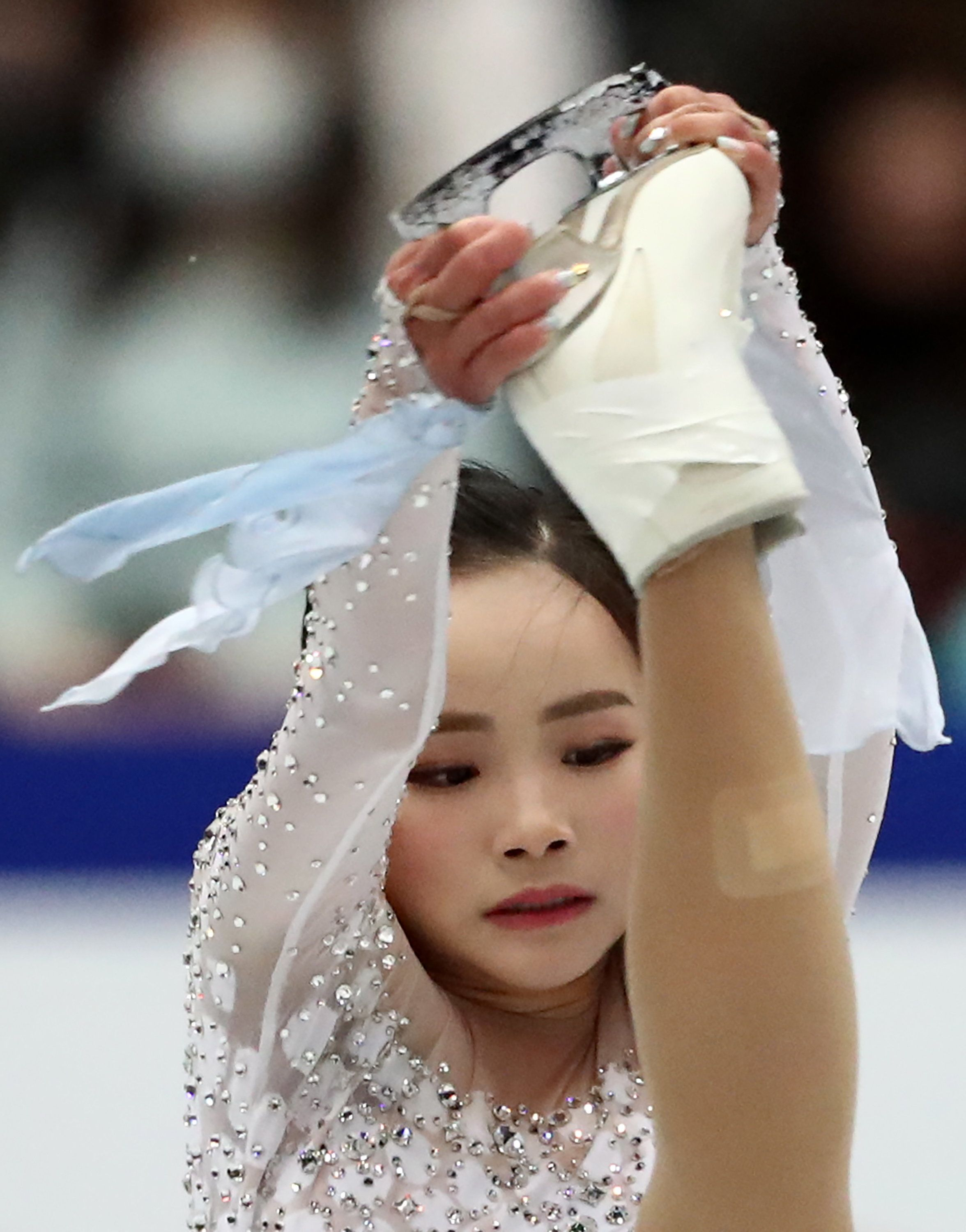 Lim Eun-soo was photographed with a large bandage on her leg during the ladies' short program event on Wednesday.