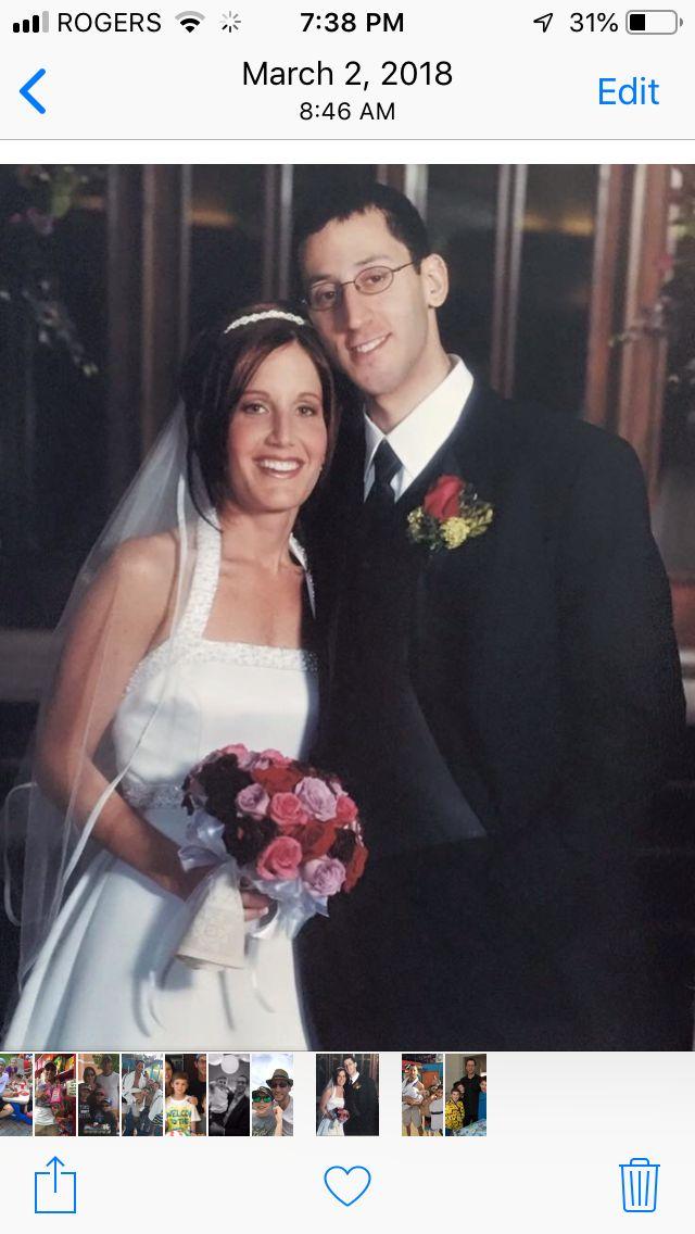 Lisa Boltman und ihr Ehemann Rob an ihrem Hochzeitstag in