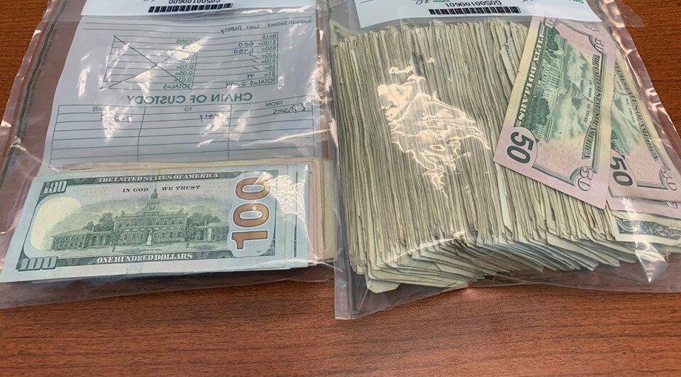 高速道路で散乱してしまい、その後に返ってきた紙幣