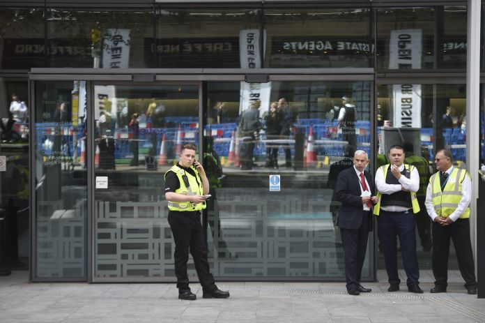 A man stabbed in front of the Ministry of the Interior