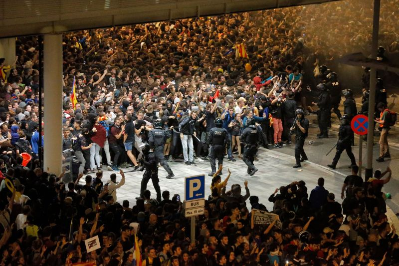 Protesters clash with Spanish policemen outside El Prat airport in Barcelona on October 14, 2019 as thousands of angry protesters took to the streets after Spain's Supreme Court sentenced nine Catalan separatist leaders to between nine and 13 years in jail for sedition over the failed 2017 independence bid. - As the news broke, demonstrators turned out en masse, blocking streets in Barcelona and elsewhere as police braced for what activists said would be a mass response of civil disobedience. (Photo by Pau Barrena / AFP) (Photo by PAU BARRENA/AFP via Getty Images)