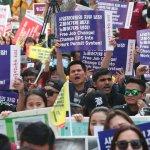 적법 이주노동자 3만명 '미등록 체류자' 만든 고용허가제
