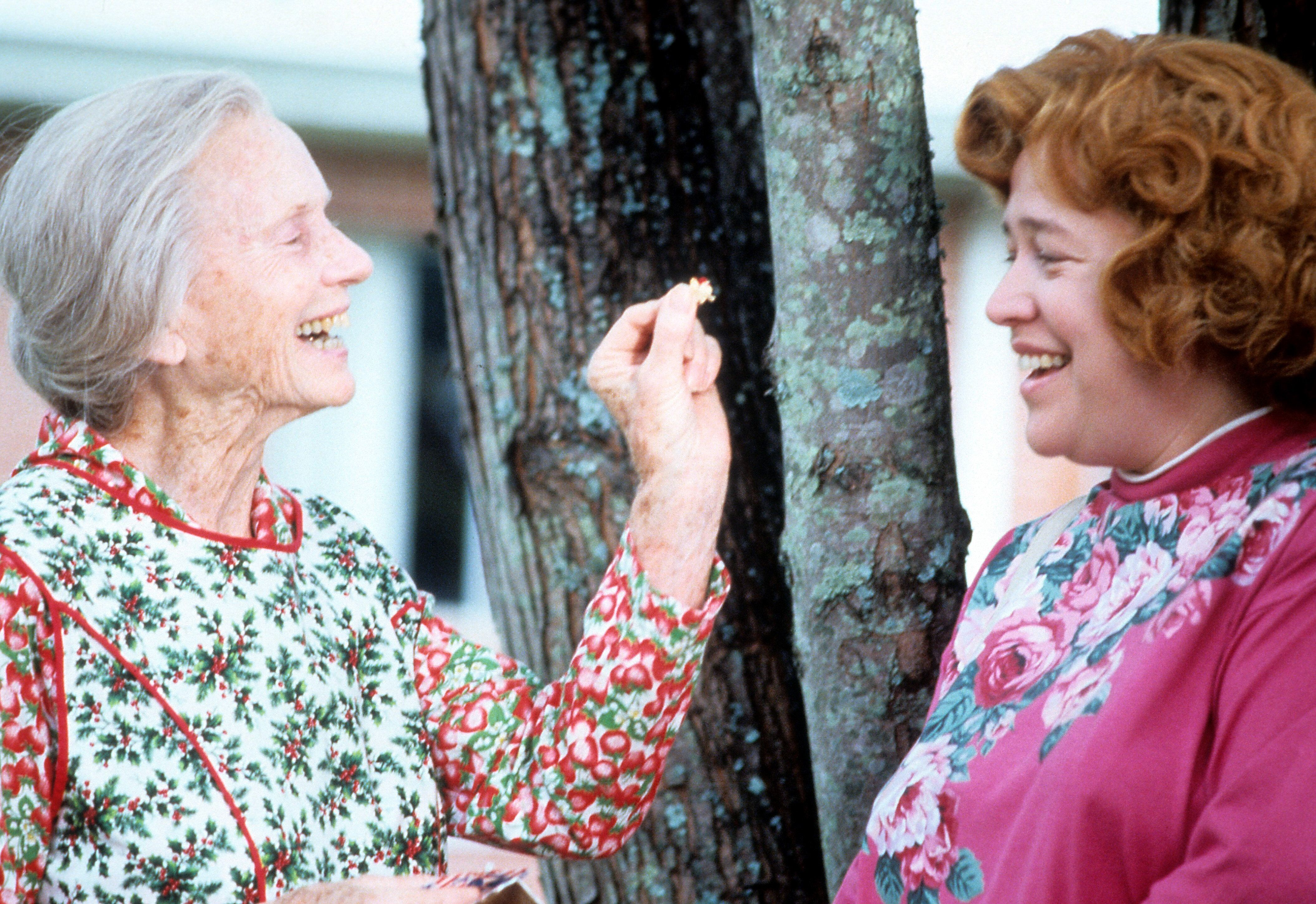"""Jessica Tandy (left) and Kathy Bates in """"Fried Green Tomatoes."""""""