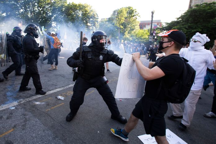TOPSHOT - Police officers clash with protestors near the White House on June 1, 2020 as demonstrations...