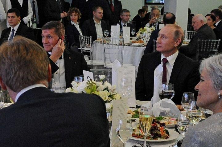 Les rapprochements entre l'ambassadeur de Russie à Washington et l'ex-conseiller à...