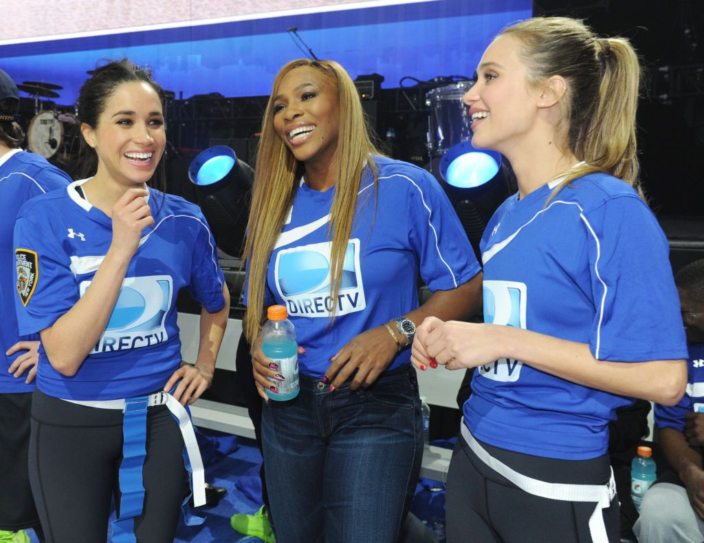 Meghan Markle (L) and Serena Williams