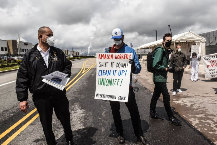 People protest working conditions at the Staten Island fulfillment center on May 1, 2020.