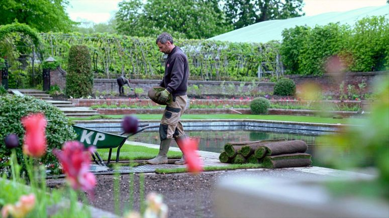 Work being carried out in the redesigned Sunken Garden at Kensington Palace.