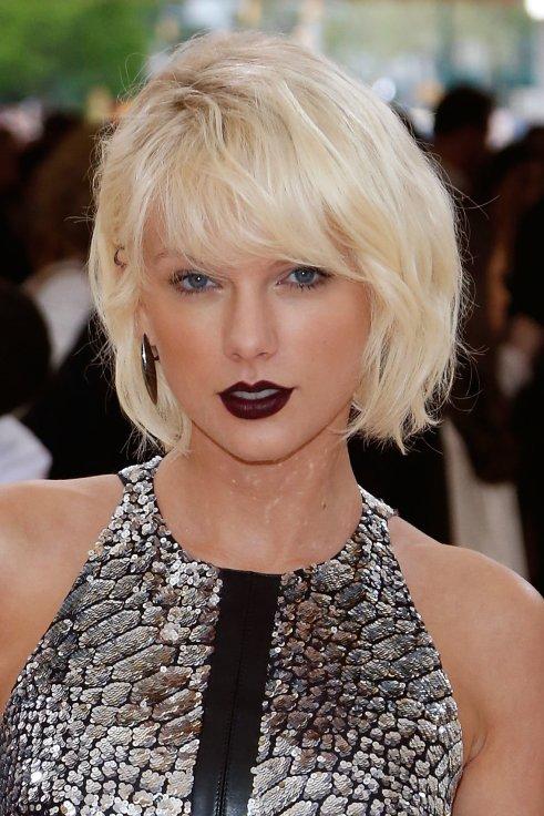 Resultado de imagen de taylor swift dark lips