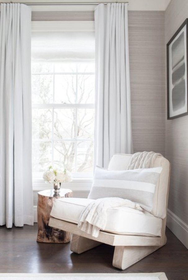 small farmhouse bedroom ideas with wooden table