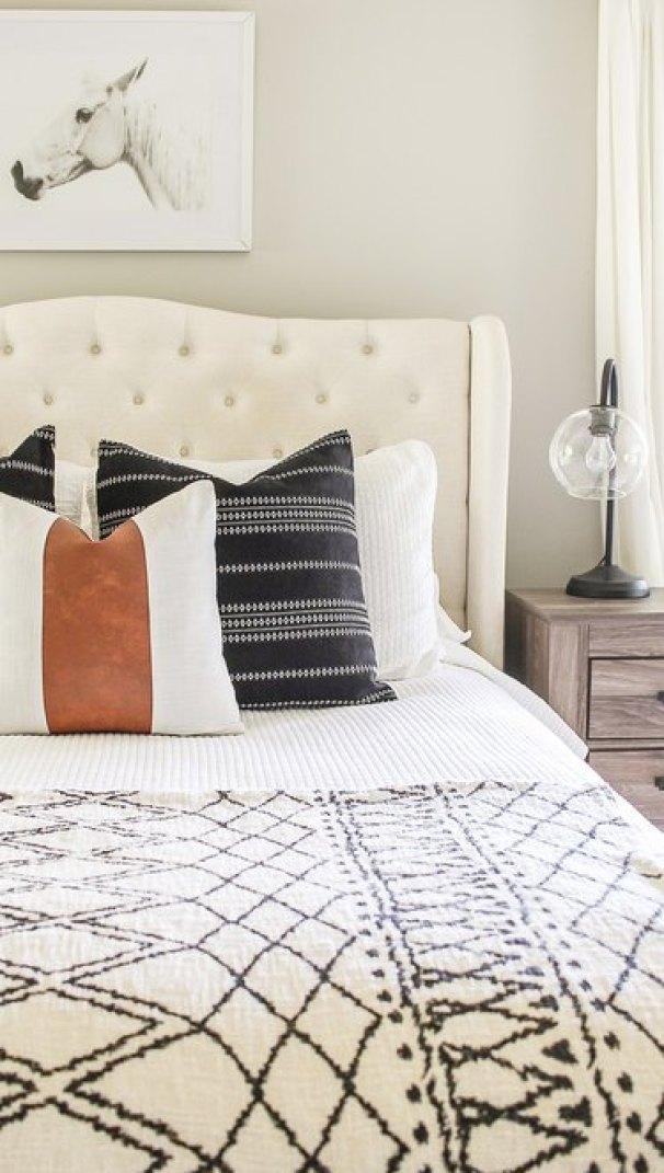 small farmhouse bedroom ideas with throw pillows