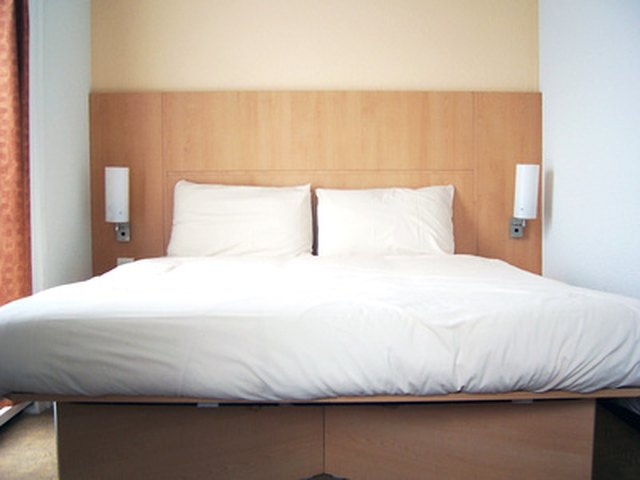 What Is The Ideal Room Size For A Queen-Size Bedroom Group