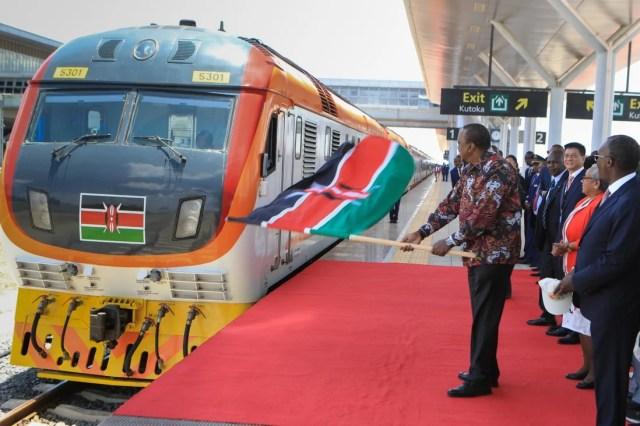 Kenya President Uhuru Kenyatta (centre) waves the national flag during the official launch of the Nairobi to Naivasha standard gauge railway passenger train in Nairobi, Kenya, on October 16, 2019. Photo: EPA-EFE