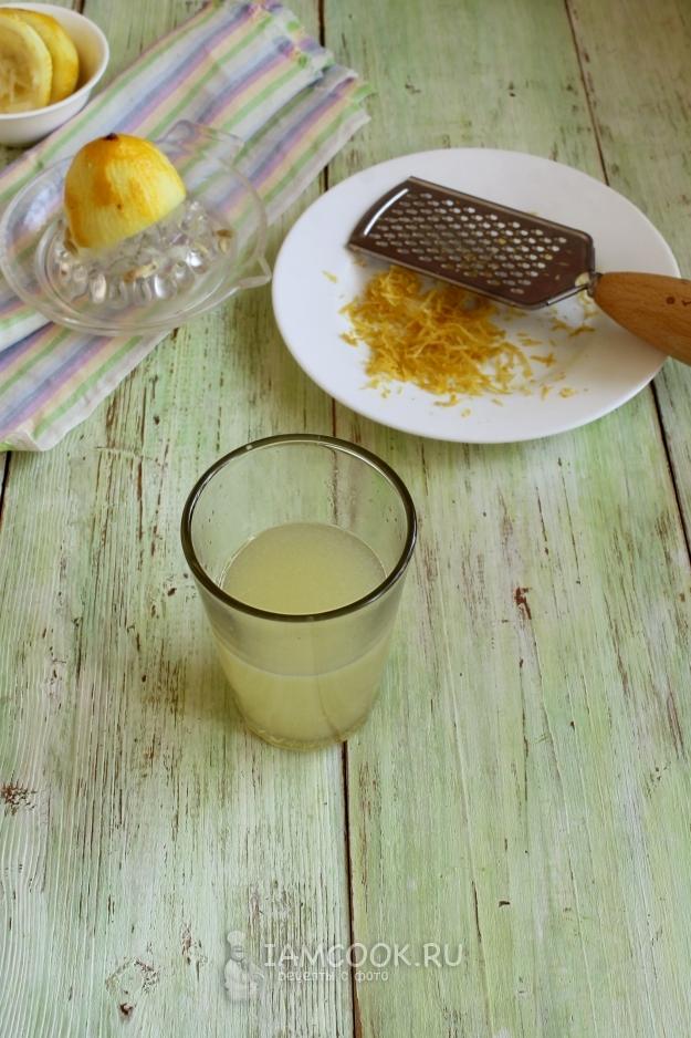 Выжать сок лимона
