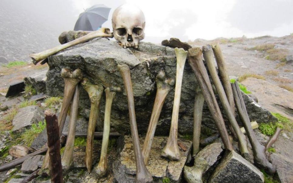Lago dos Esqueletos: por que um lago na Índia está cheio de ossos humanos?