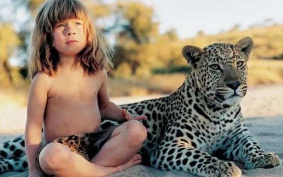 Mogli da vida real: conheça a história da menina que cresceu entre animais