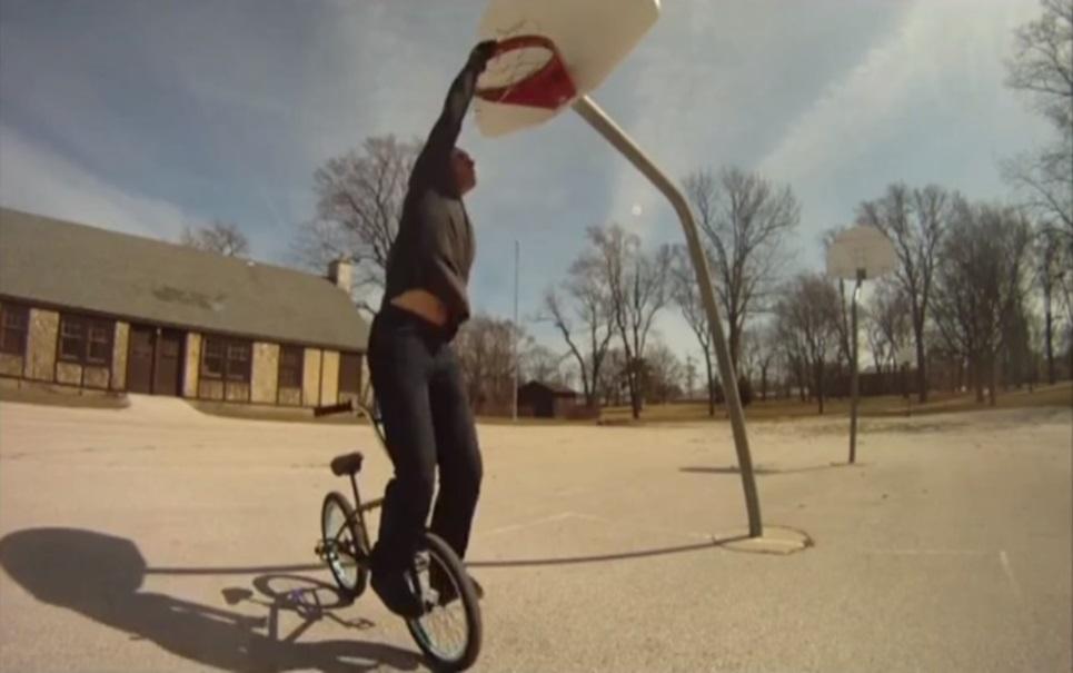 Tim Knoll e seus truques insanos na bicicleta [vídeo]