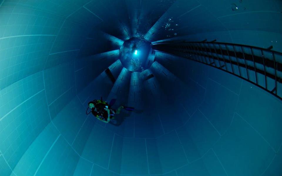 Mergulhe de cabeça e conheça a piscina mais profunda do mundo