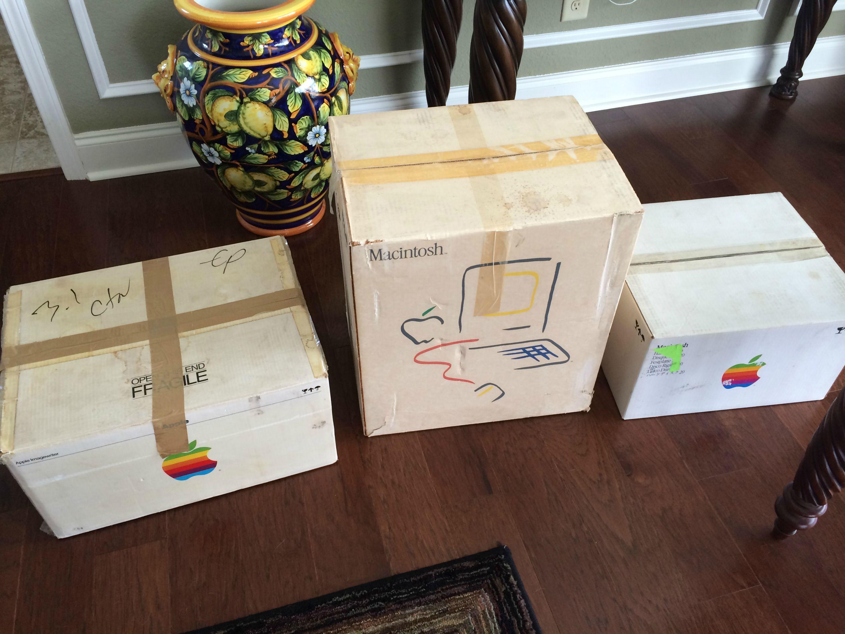 Apple Macintosh funciona normalmente após ficar 30 anos guardado em armazém