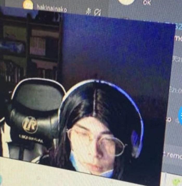 Homem tenta participar de campeonato feminino de CS:GO usando peruca e máscara.